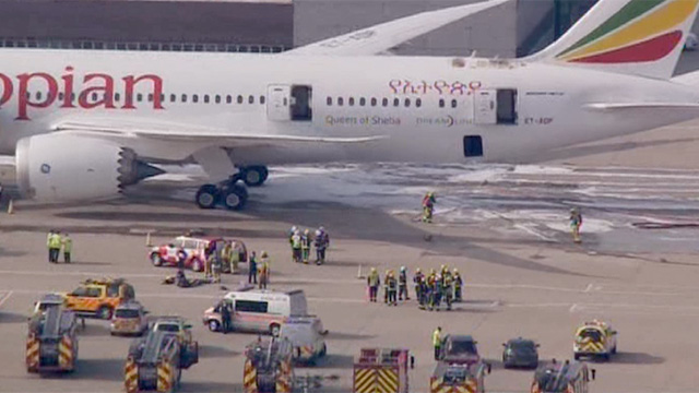 Fire on Ethiopian Airlines Boeing 787 Dreamliner closes Heathrow runways - video