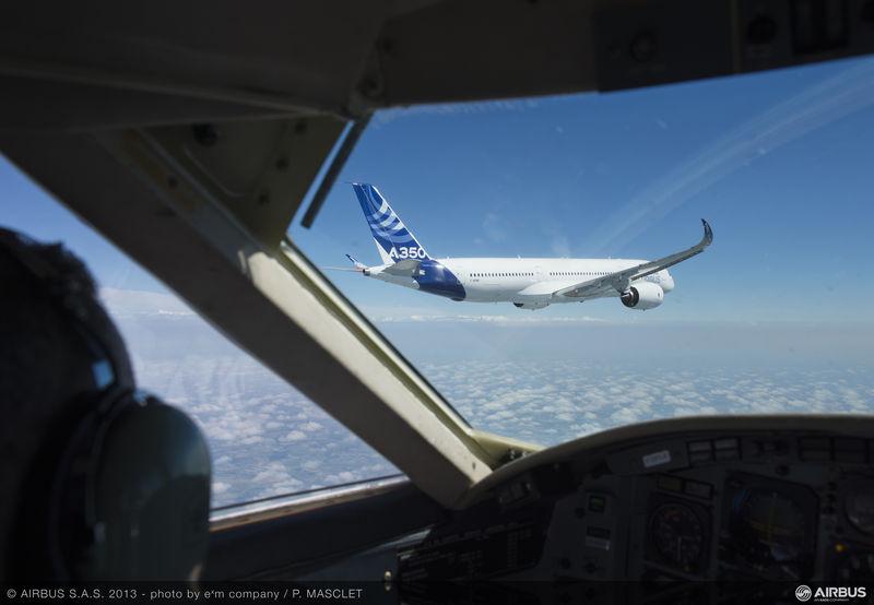 800x600_1371206747_A350_XWB_air_to_air_first_flight_3