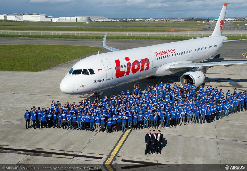 800x600_1363617825_A320_Lion_Air_teams