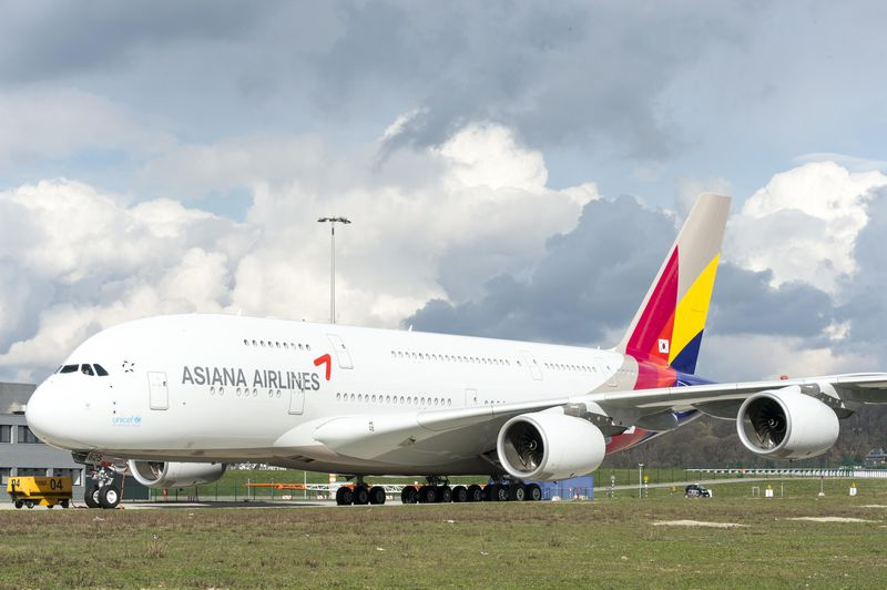 800x600_1395917317_Asiana_A380_rolls_out_of_paintshop_3