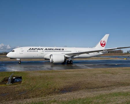 JAL 787 Taxis at Paine Field, Everett WA K65615