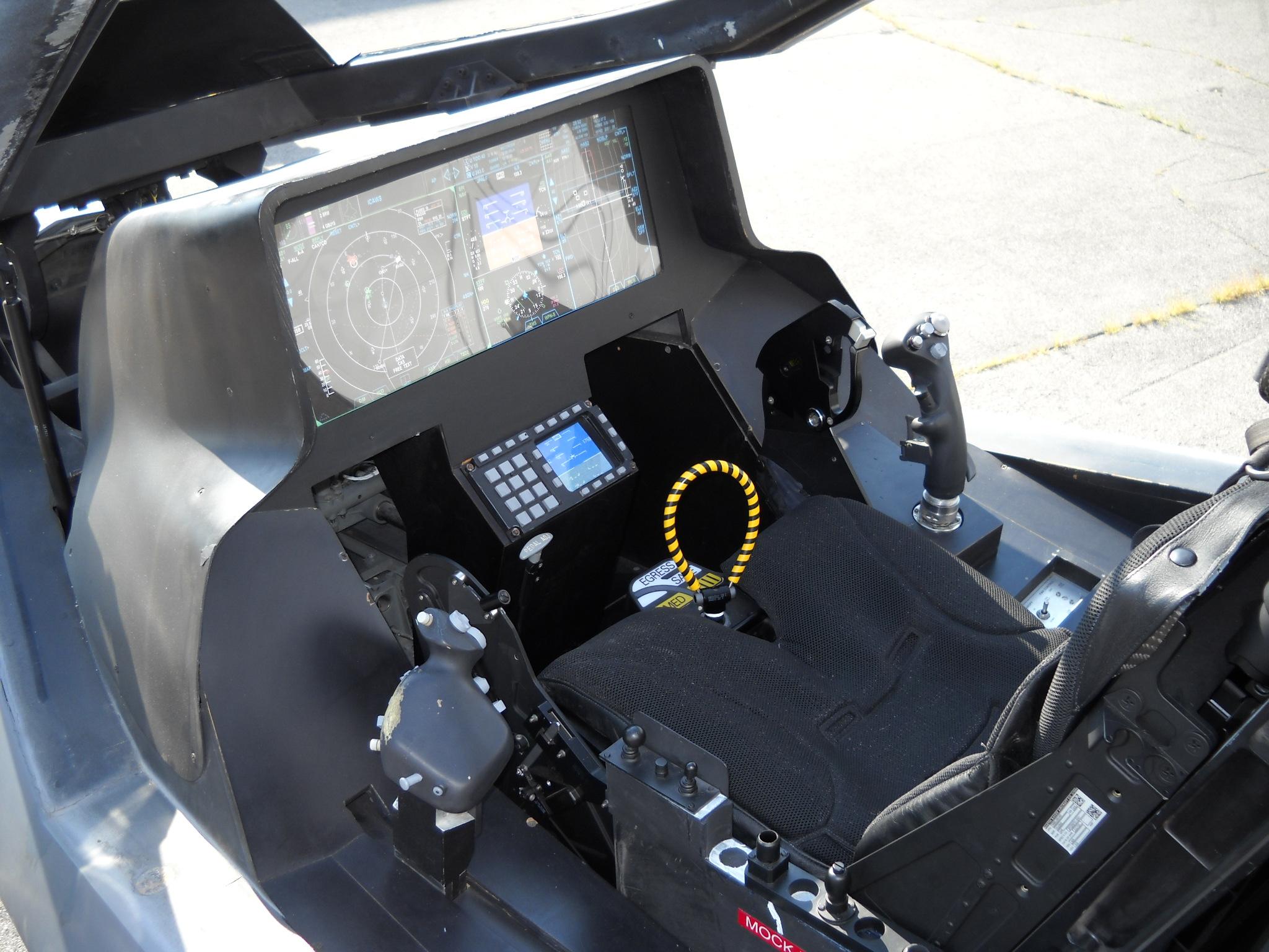 F-35コクピット
