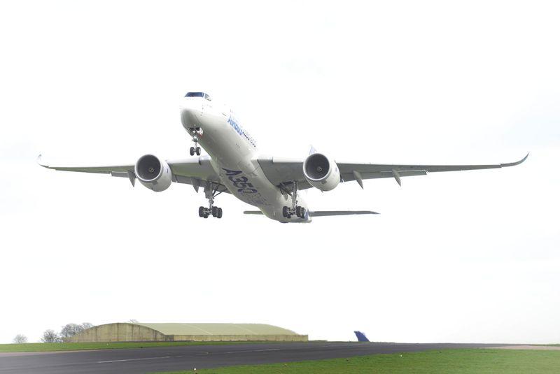 800x600_1397126300_A350_XWB_takes_off