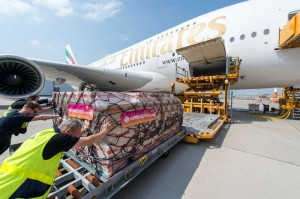800x600_1404908063_A380_Emirates_50th_delivery_loading