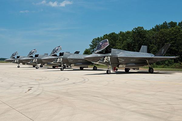 待機中のF-35B
