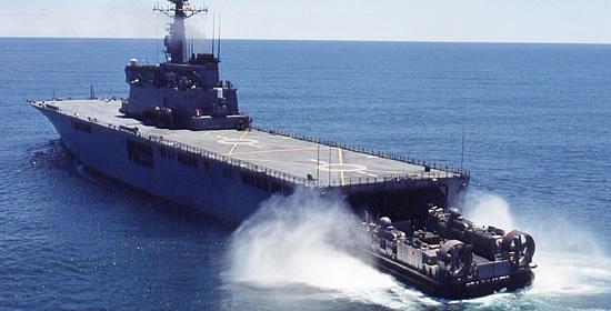 航空作戦能力を持つ大型強襲揚陸...
