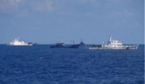 尖閣中国公船と漁船
