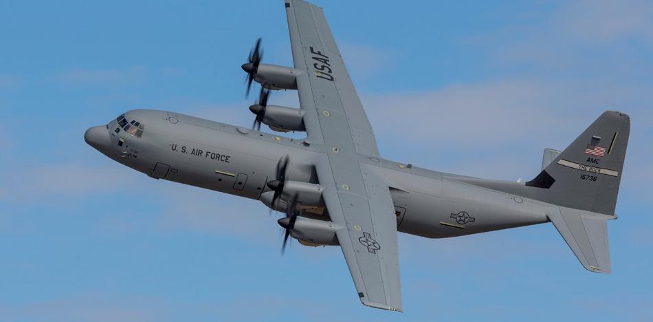 ロッキード・マーチンC-130輸送...