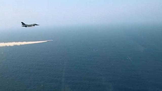 XASM-3_F2_Japan_JASDF_anti-ship_missile_launch_ATLA