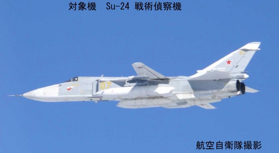 16 Su-24偵察機