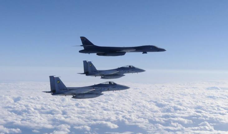 12-09 B-1と f-15