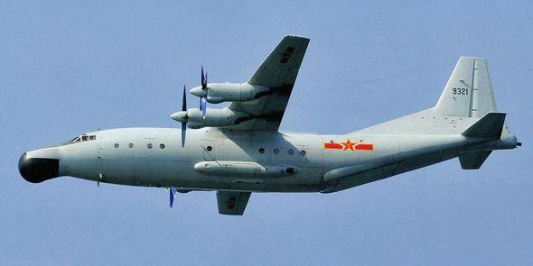 1-23 Y-8偵察機