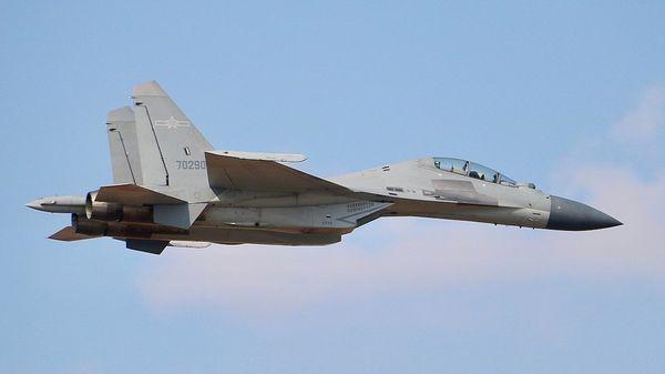 1-23 J-16戦闘機